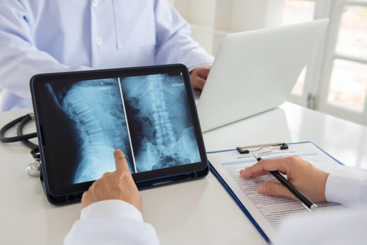 A doctor easily pulls up medical images when consulting about a patient thanks to imaging informatics.